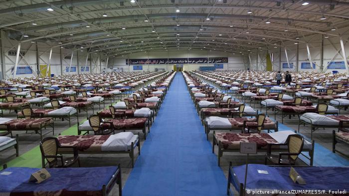 Provisorisches Krankenhaus in einer Messehalle in Teheran