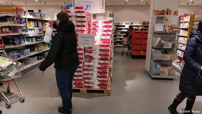 Deutschland Bonn Coronavirus Toilettenpapier