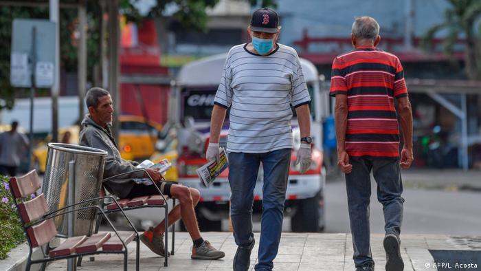 Коронавирус: В Панаме запретили мужчинам и женщинам выходить на улицу в один день