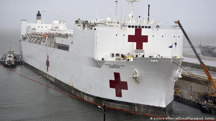 Coronavirus USA Norfolk Navy Krankenhausschiff USNS Comfort (picture-alliance/Zuma/Planetpix/J. Kohler)