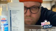 Beschreibung: Sternekoch Max Strohe in seiner Küche kocht während Corona-Krise Suppen und Eintöpfe in großen Mengen für Helfer