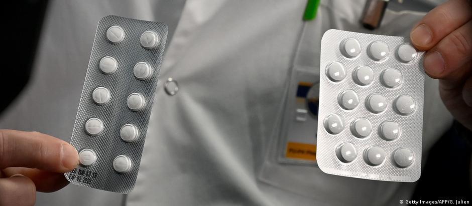 Médico segura cartelas de hidroxicloroquina