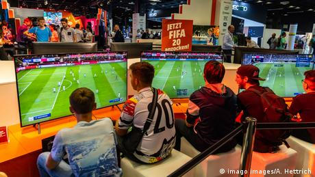 Symbolbild FIFA 20 Video Game (imago images/A. Hettrich)