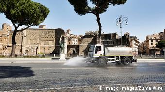 Дезинфекция на улицах Рима
