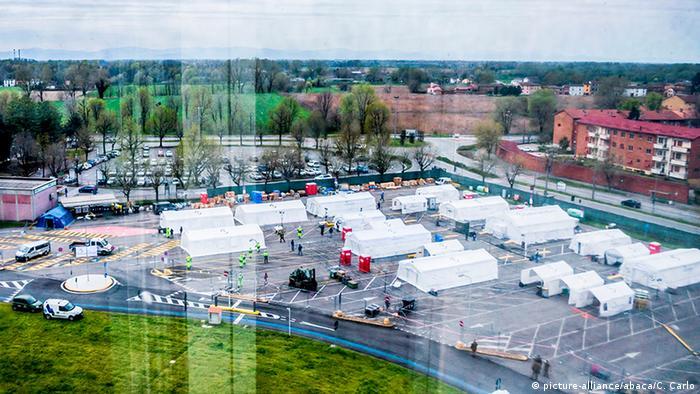 Šatori pred bolnicom u Kremoni ovog proljeća