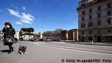 Italien Rom | Coronavirus | Frau mit Hund