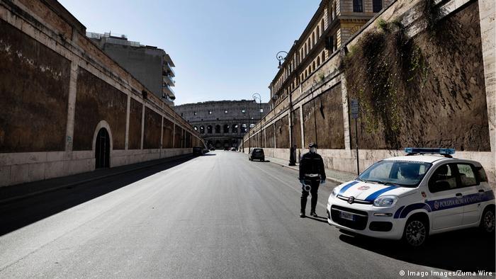 Italien Rom | Coronavirus | Polizei vor Kolosseum