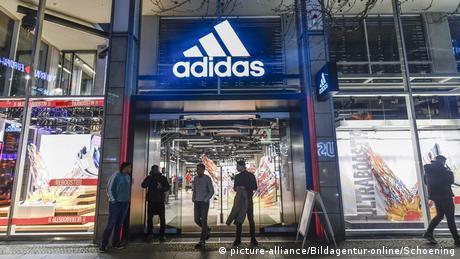 """Κορονοϊός: """"Δεν πληρώνω"""" λένε Adidasκαι H&M"""