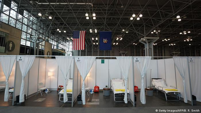 USA | Coronavirus | New York | Temporäres Krankenhaus (Getty Images/AFP/B. R. Smith)