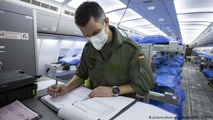 Deutschland Köln Bundeswehr Medivac (picture-alliance/dpa/Luftwaffe/K. Schrief)