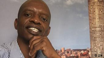 DW Korrespondent Thuso Khumbalo in Südafrika