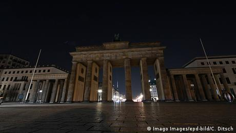 Earth Hour - Brandenburger Tor in Berlin (Imago Images/epd-bild/C. Ditsch)