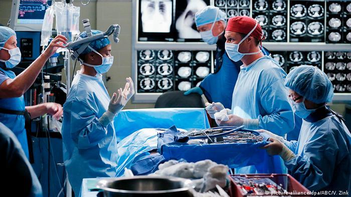 إجراءات مشددة داخل المستشفيات الأمريكية بسبب كورونا