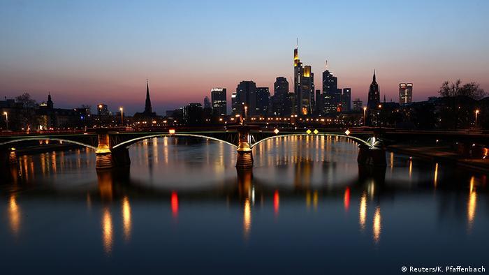 BdT | Bild des Tages mit Deutschlandbezug | Skyline Frankfurt am Main