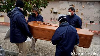 Spanien Madrid Coronavirus Beerdigung (Reuters/J. Medina)