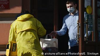 Человек в маске в Москве