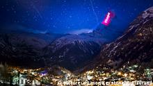 Schweiz - Lichtinstallation am Matterhorn (picture-alliance/Keystone/V. Flauraud)