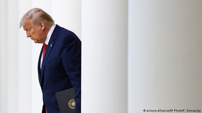USA Corona-Pandemie Präsident Trump (picture-alliance/AP Photo/P. Semansky)