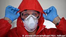 Deutschland Lennestadt Coronavirus Schutzkleidung