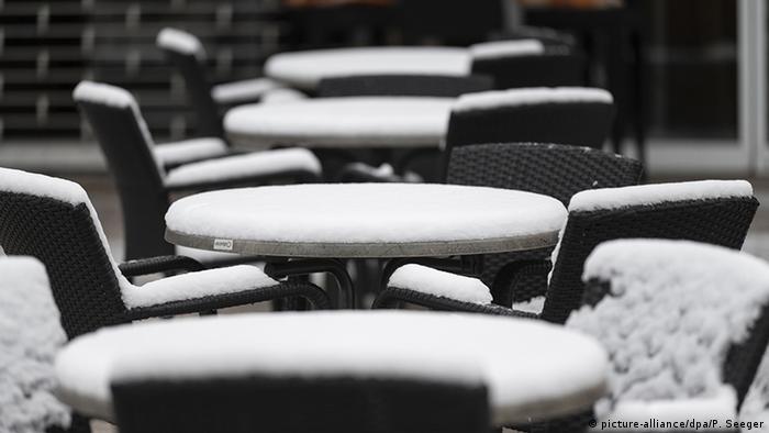Пустые столы в Шварцвальде