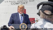 USA Donald Trump und Krankenhausschiff USNS Comfort