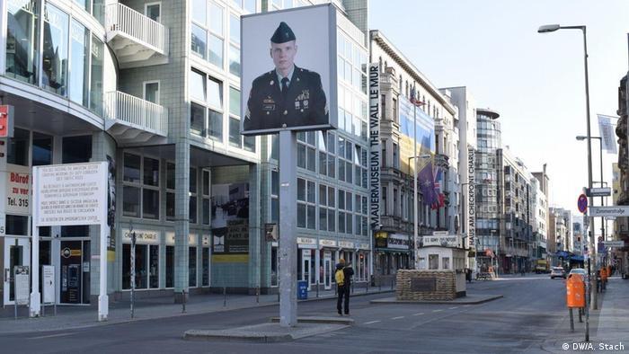 Dawne przejście między Berlinem Wschodnim a Zachodnim (Checkpoint Charlie)