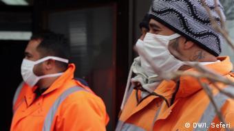 Коммунальные службы в масках в Белграде