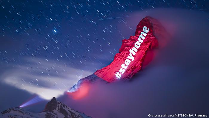 Schweiz Corona-Botschaft auf Matterhorn (picture-alliance/KEYSTONE/V. Flauraud)