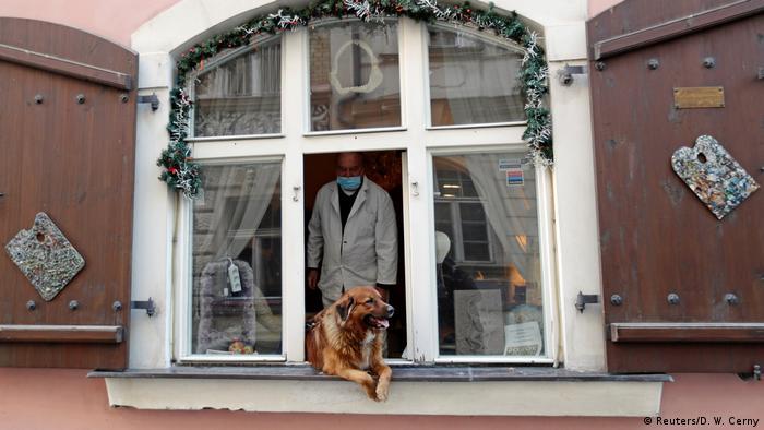 Bildergalerie Quarantänekultur von Dächern, Balkonen und Fenstern (Reuters/D. W. Cerny)