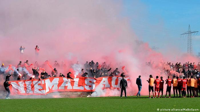 Deutschland Fußball Regionalliga | Abschlusstraining Rot-Weiss Essen (picture-alliance/MaBoSport)