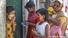Bilder aus dem Slum in Dhaka zur Zeit der Coronakrise in Indien DW, Sazzad Hossain, 30. März 2020