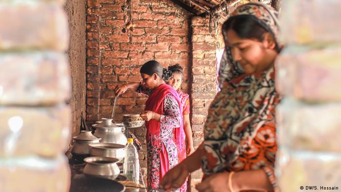 Bangladesch Dhaka | Coronavirus | Slum (DW/S. Hossain)