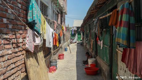 Bangladesch Dhaka   Coronavirus   Slum (DW/S. Hossain)