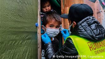 Οι γιατροί που συνυπογράφουν την πρωτοβουλία θεωρούν ότι η εξάπλωση του κορωνοϊού στη Μόρια θα είχε ολέθριες συνέπειες