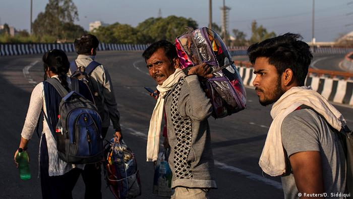 Indien Coronavirus Wanderarbeiter flüchten in ihre Heimatdörfer (Reuters/D. Siddiqui)