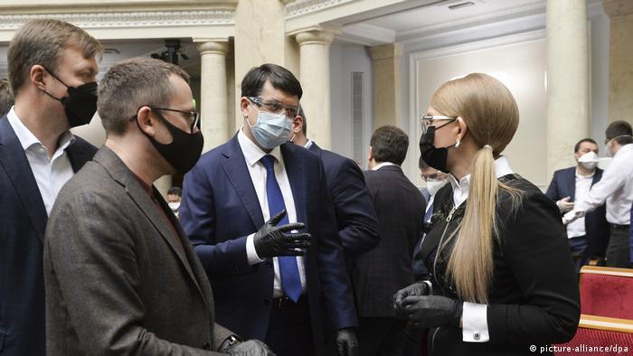 Юлія Тимошенко (крайня праворуч) під час засідання Верховної Ради 30 березня