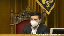 Volodymyr Zelenskiy Ukraine Kiew Parlament (picture-alliance/AP Photo)