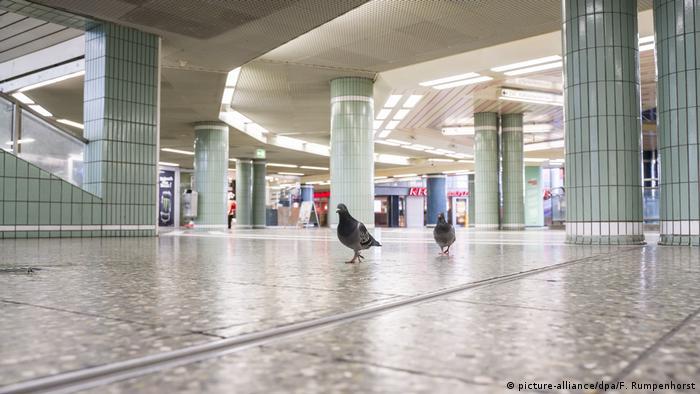 На одній із центральних станцій метро Франкфурта нині безлюдно