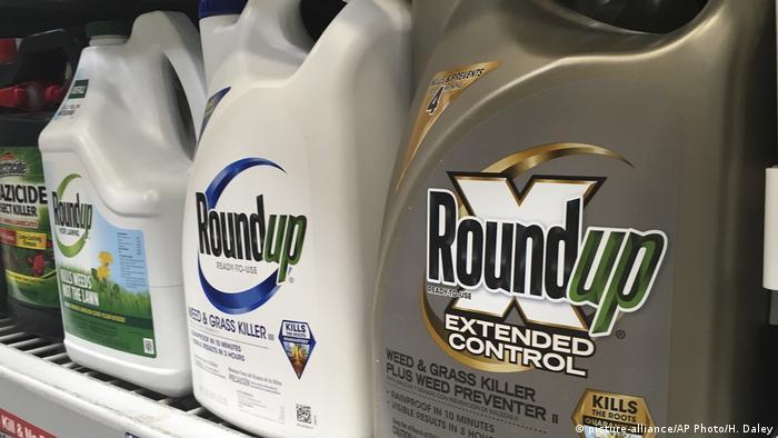 Roundup es un producto de Monsanto.