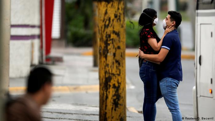 Coronavirus | Liebe | Paar | Mexiko (Reuters/D. Becerril)