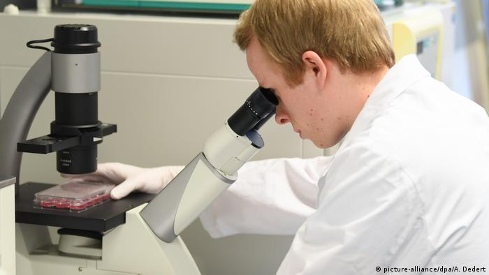 У Німеччині дозволили перші клінічні тести прототипу вакцини проти COVID-19