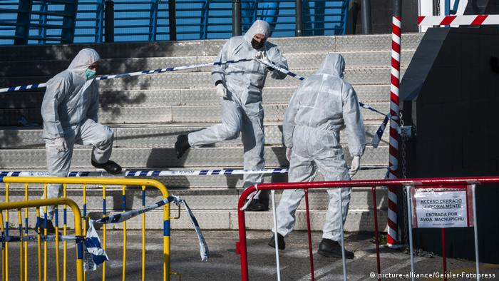 Coronavirus   Spanien   Palacio de Hielo wird zur Leichenhalle