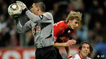 Der Kölner Keeper Mondragon (l.) hielt seinen Kasten sauber. (Foto: AP/Martin Meissner)