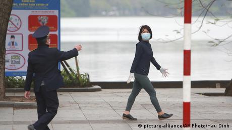 Coronavirus Vietnam Hanoi Straßenszene (picture-alliance/AP Photo/Hau Dinh)