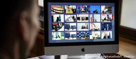 Экран монитора компьютера во время видеоконференции