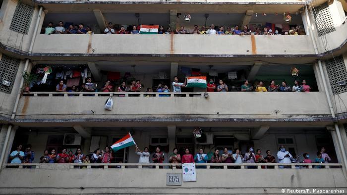 Indien Mumbai   Coronavirus: Applaus für die medizinischen Einsatzkräfte (Reuters/F. Mascarenhas)