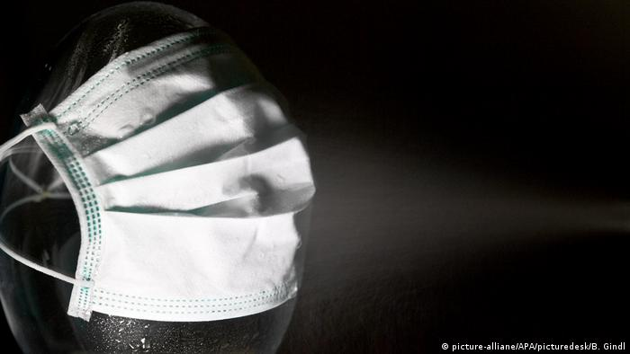A face mask (picture-alliane/APA/picturedesk/B. Gindl)