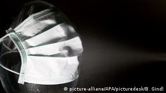 Symbolbild - Mundschutz (picture-alliane/APA/picturedesk/B. Gindl)