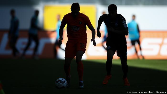 Symbolbild Sport und Doping | Fußball (picture-alliance/dpa/F. Gentsch)