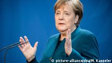 Chancellor Angela Merkel gestures during a speech (picture-alliance/dpa/M. Kappeler)